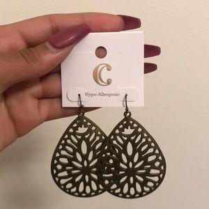 Dangly earrings *brand new*